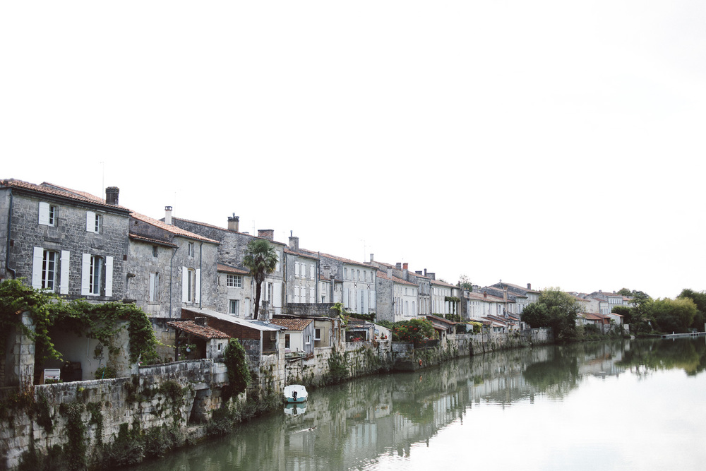 house long a canal in france