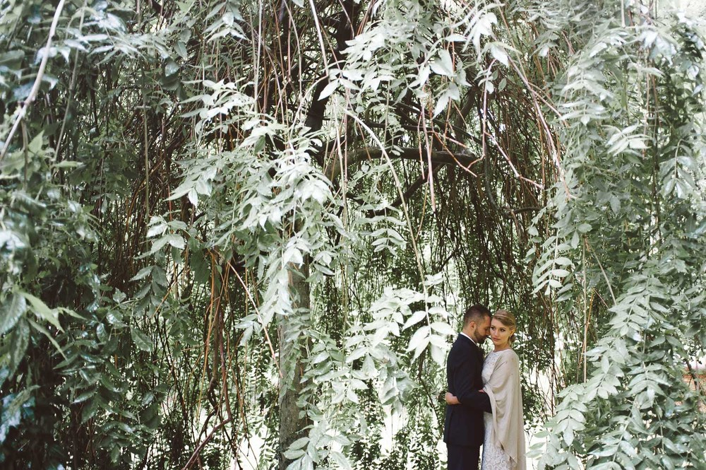 bride and groom in a weeping willow tree