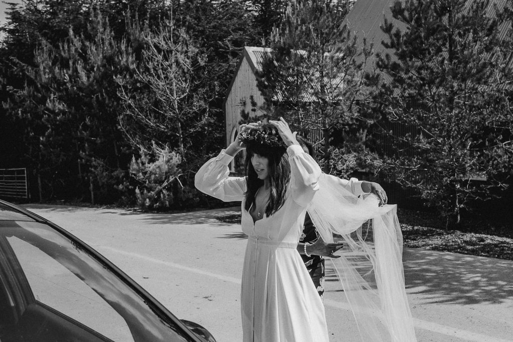 bride fixed viel in car window