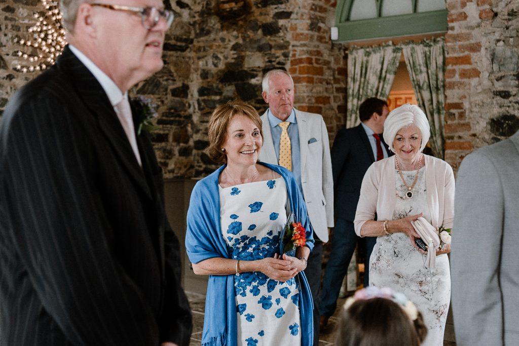 wedding guests arrives at venue