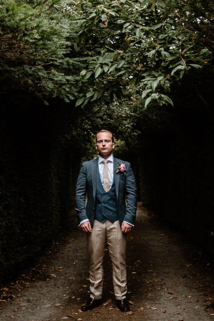 groom alone