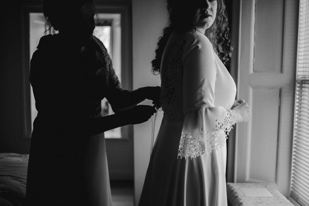 Brides mum buttoning dress